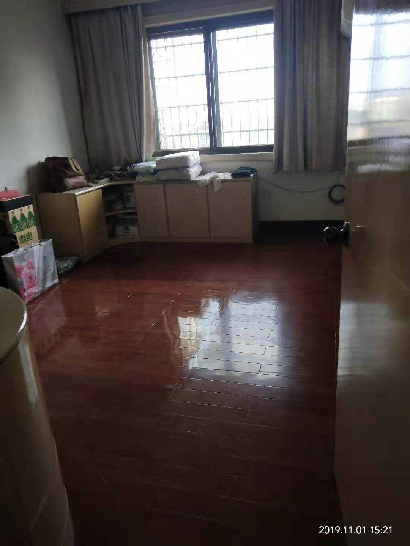 1101江滨东路,5/7楼113.6平方,车棚13平方,三房间朝南,二厅一厨一卫,卖价73万