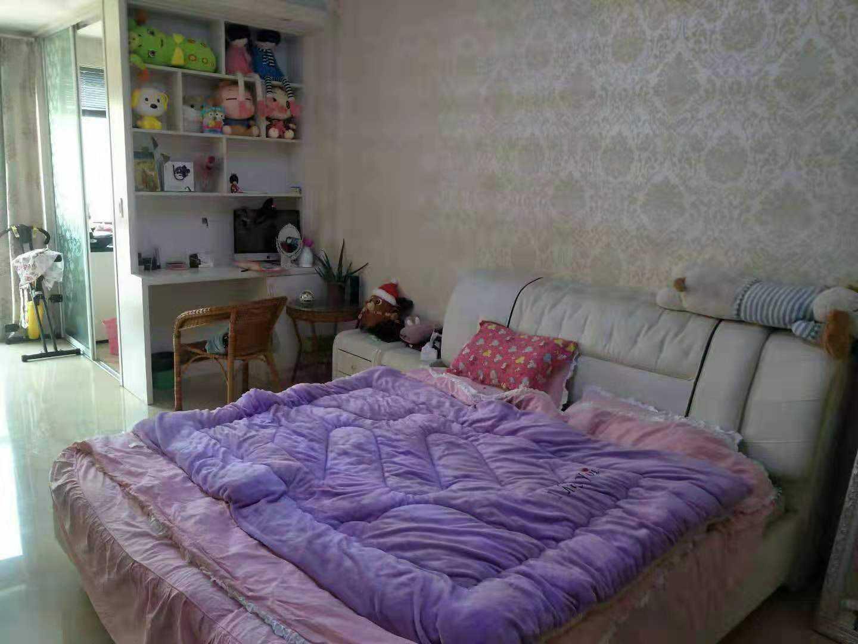 11048出售世贸金樽单身公寓47平方,1室1厅1厨1卫,东边套,阳光好,可以晒衣服,精装修,售价41.8万