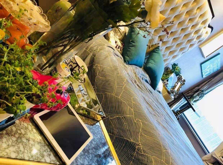 11041暂时不卖出售吾悦广场公寓30楼共33楼,朝南阳光好,高档装修,自己住着,43.6方,1室1厅1厨1卫,42万