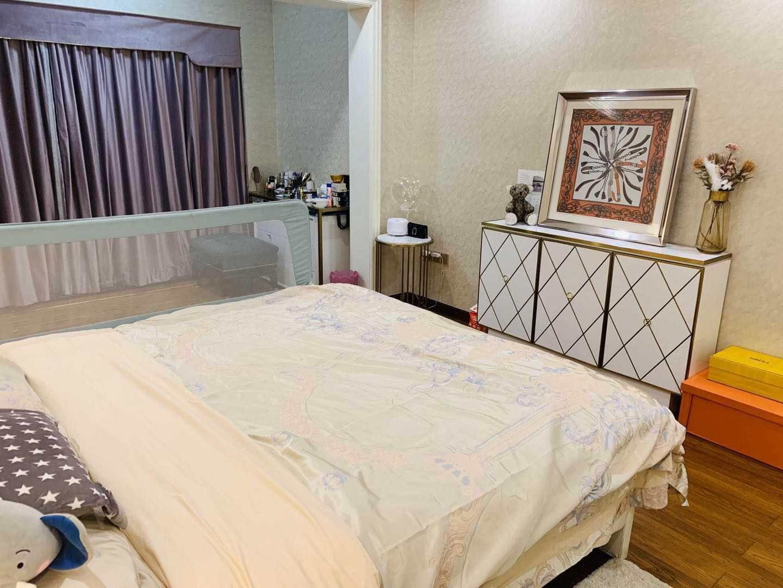 11065出售顶御华府23/25楼,131平方,3室2厅1厨2卫,独立衣帽间,豪华装修,售价165万的实拍照片