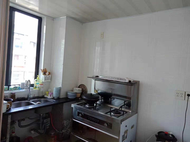 11071出售城西锦越名都公寓5/6楼,89平方,2室2厅1卫双阳台,中装修,有一车棚15平方,售价78万的实拍照片