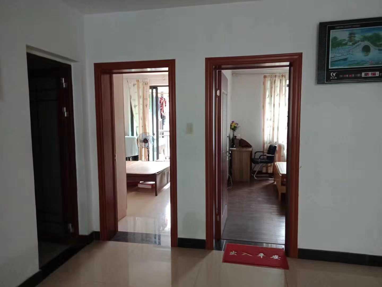 11071出售城西锦越名都公寓5/6楼,89平方,2室2厅1卫双阳台,中装修,有一车棚15平方,售价78万