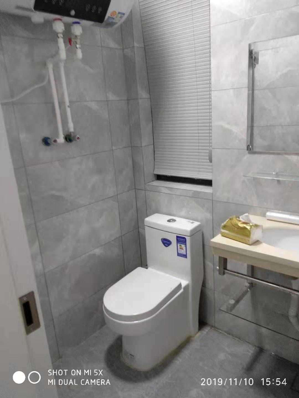 11101出租绿城剡江越园13/32层89方三室一厅两卫一厨,装修搞好二个月了,格局看图片,有车位一个,价格每月2500元的实拍照片
