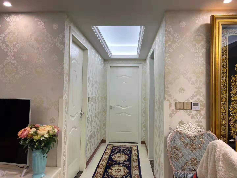 11281出售赞成16楼,86平方,2室2厅1卫,欧式精装修,售价100万的实拍照片