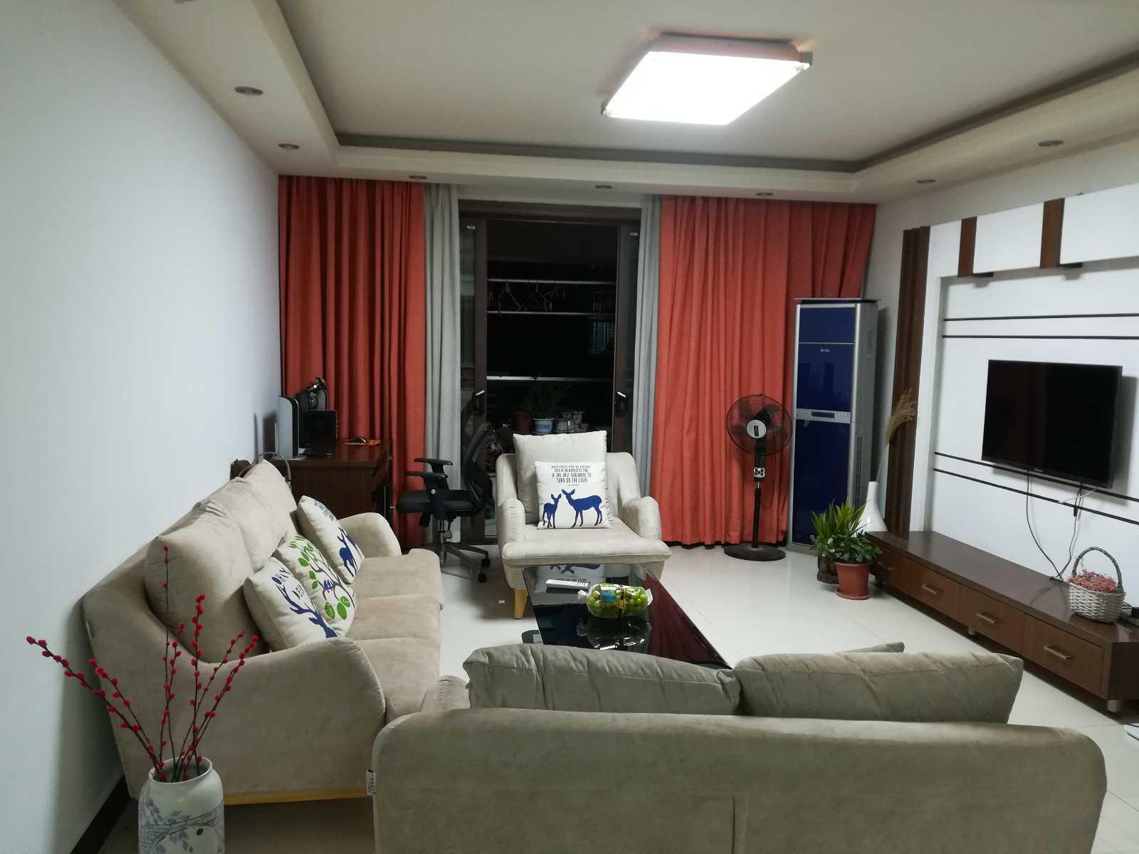 1201b出售卧龙4楼精装修2-2-1面积106平方(东边套)售价99.8万的实拍照片