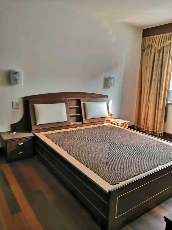 12023出售湖都花苑3/6楼,145平,精装修,三室二卫二厅,全现浇房,售价118.8万的实拍照片