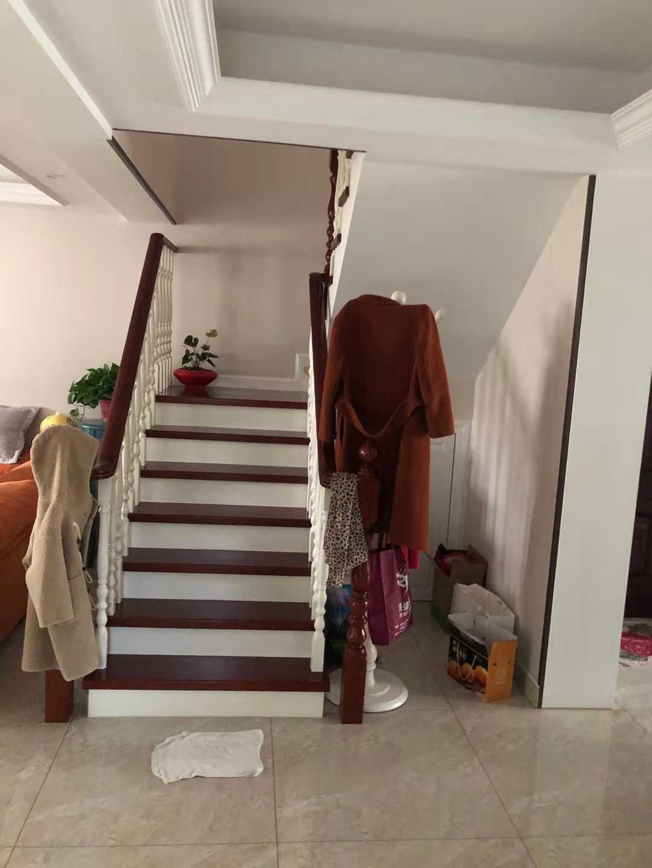 12022出售丽湖小区最佳位置5+6楼,内梯,156平方,4室2厅1卫,价138万的实拍照片