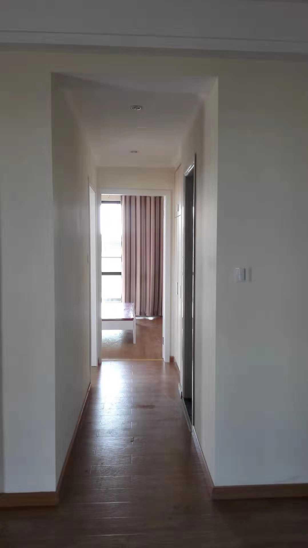 12021出售玉兰花园5/30楼  89平方,2室2厅1厨1卫  精装修,带车位车棚103万的实拍照片
