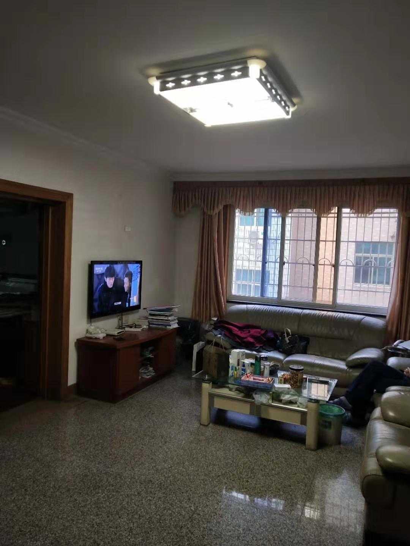 12013出售国公花苑2/6楼,面积104平方,三室两厅一卫,车棚一间,价85万的实拍照片