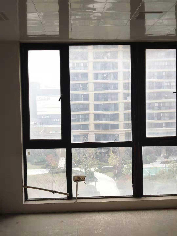 12052玉兰花园6/30楼,185平方,边套,4室2室2卫,毛坯,售价140万