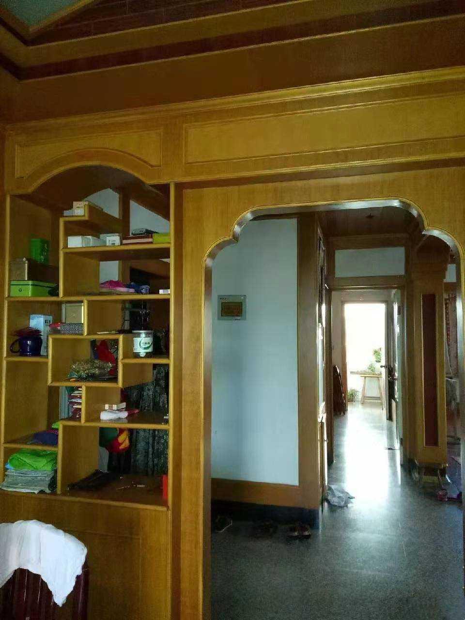 12101江滨西路5/6楼,面积105平方,西边套,3室2厅1卫,精装修,送车棚一间8平方,售价68.8万