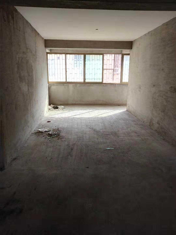 11262甘霖秀山路2楼,116平方,3室2厅二卫,毛坯,有车棚,52.8万元
