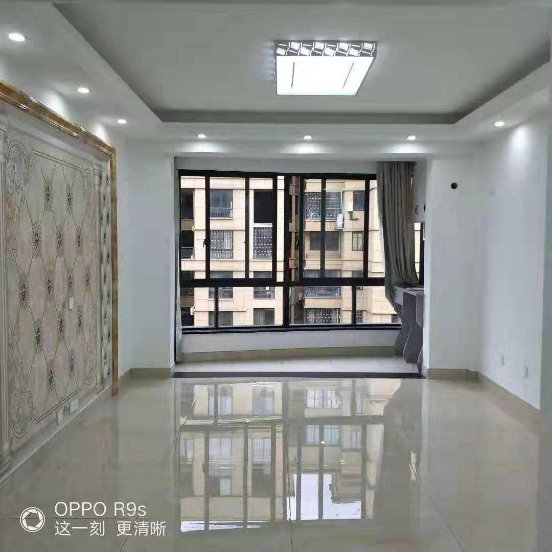 12113东城名苑7/11,面积85平方,精装修,两室两厅,两间朝南,售价74万️