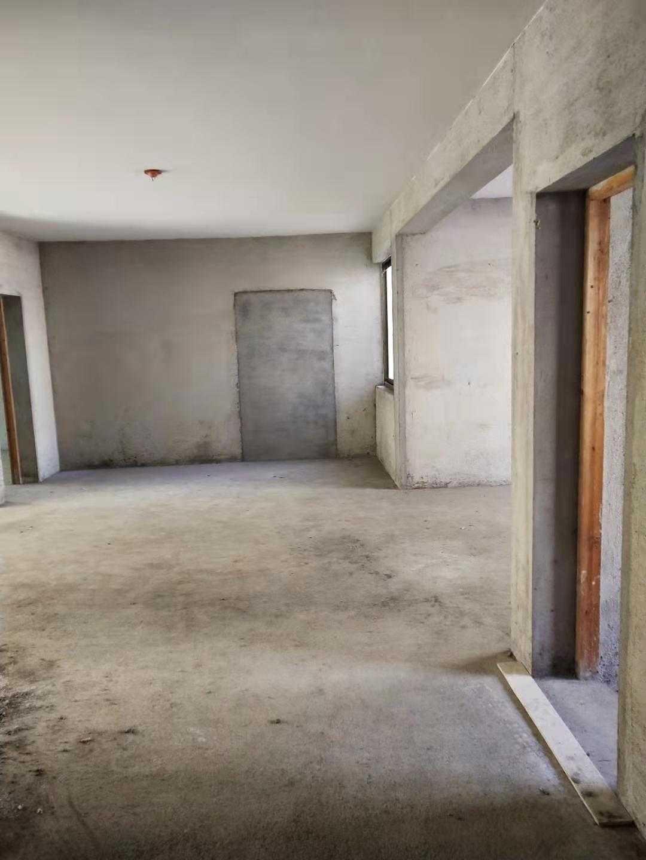 11262甘霖秀山路2楼,116平方,3室2厅二卫,毛坯,有车棚,52.8万元的实拍照片