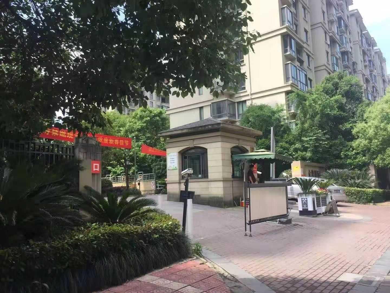 12134出租金湾国际3/18楼,一房一厅+1小书房,62平方,租金1900元的实拍照片