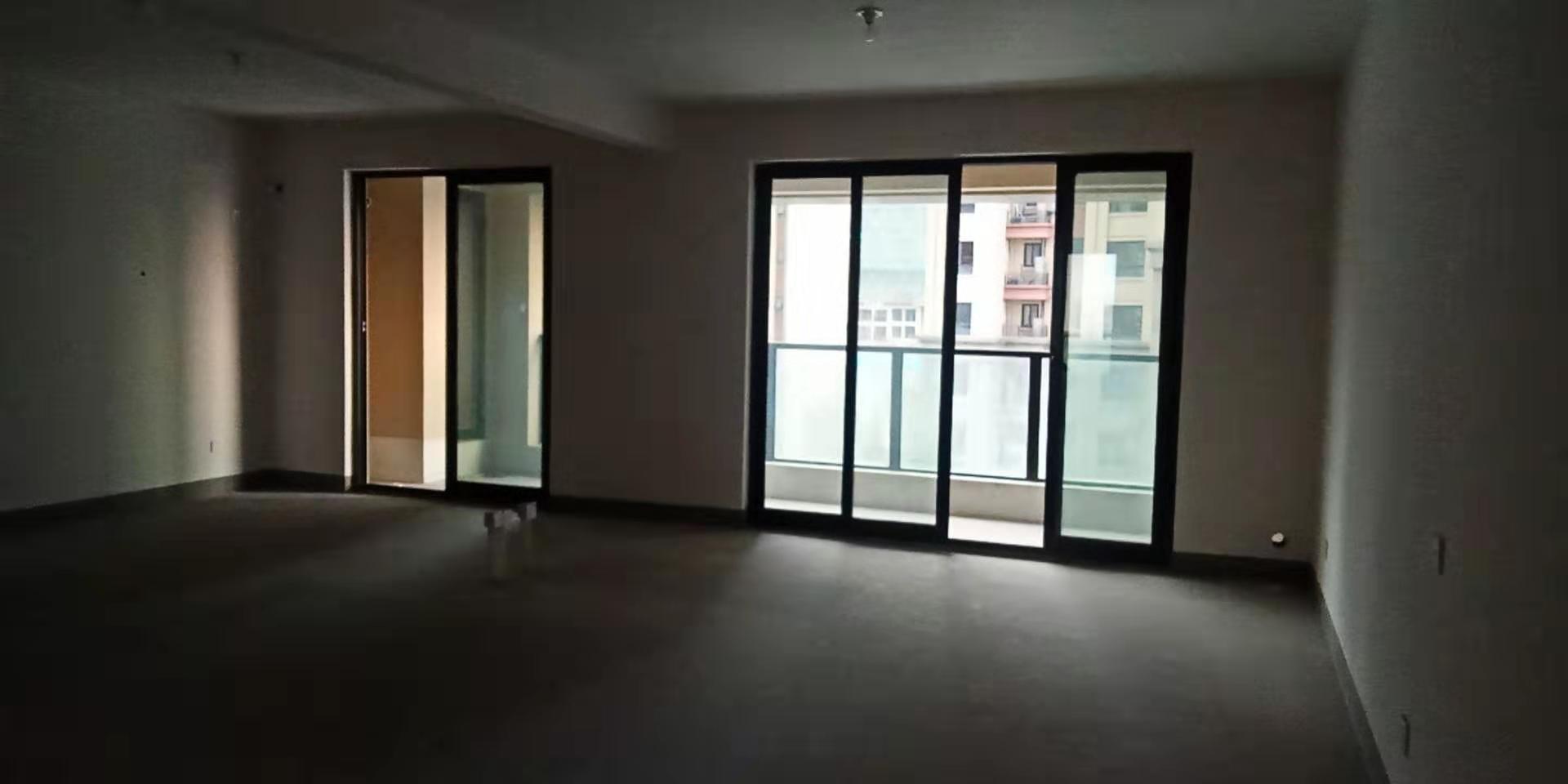 05311出售香悦半岛江景房(不是一号楼)4楼东边套阳光好,140.9平方,3室2厅2卫,毛坯,房产证已做,135万,各出各税