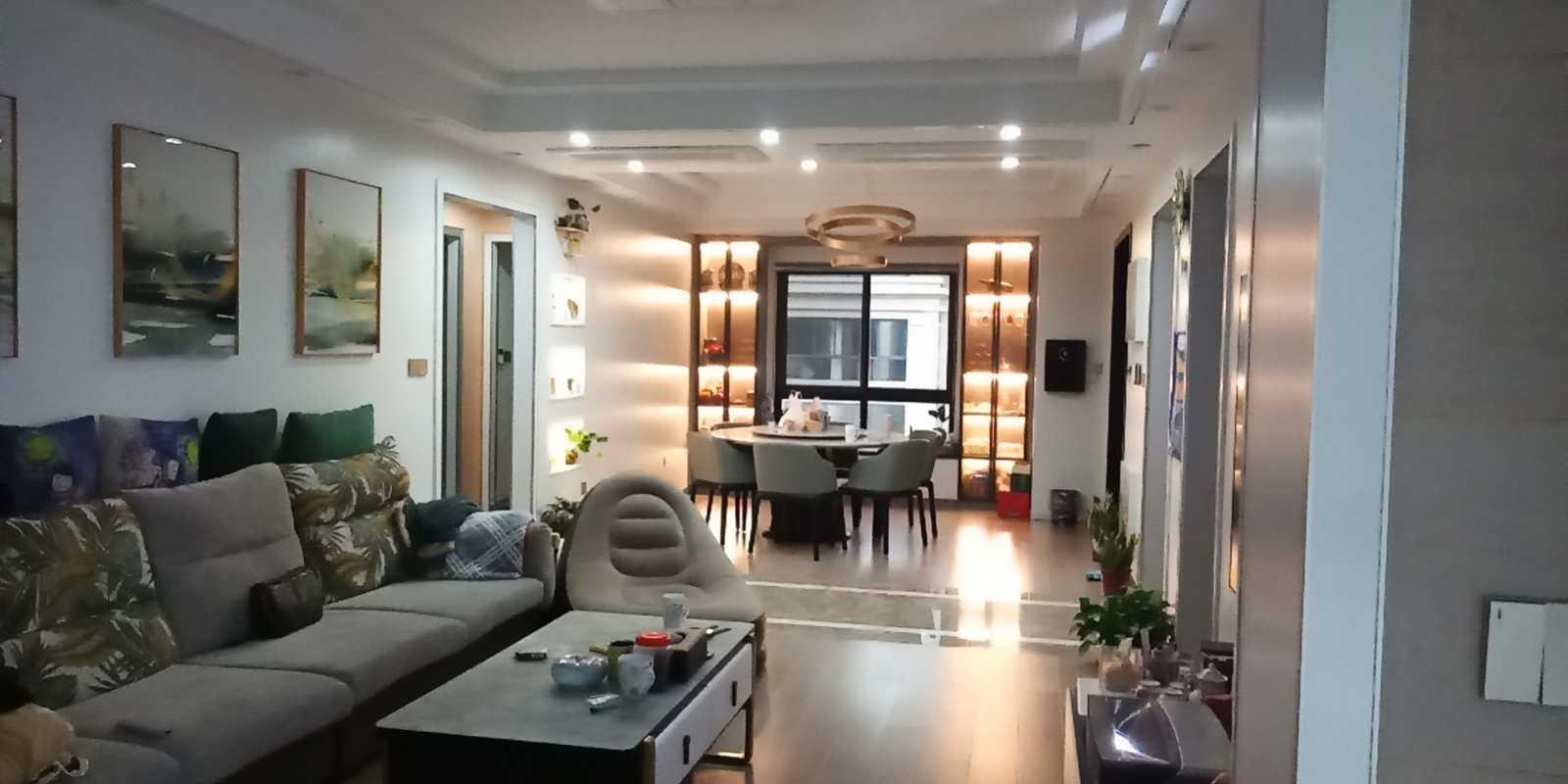 1230出售香悦半岛洋房5楼精装修136平方3-2-2售价188.8万 另有车位另计的实拍照片