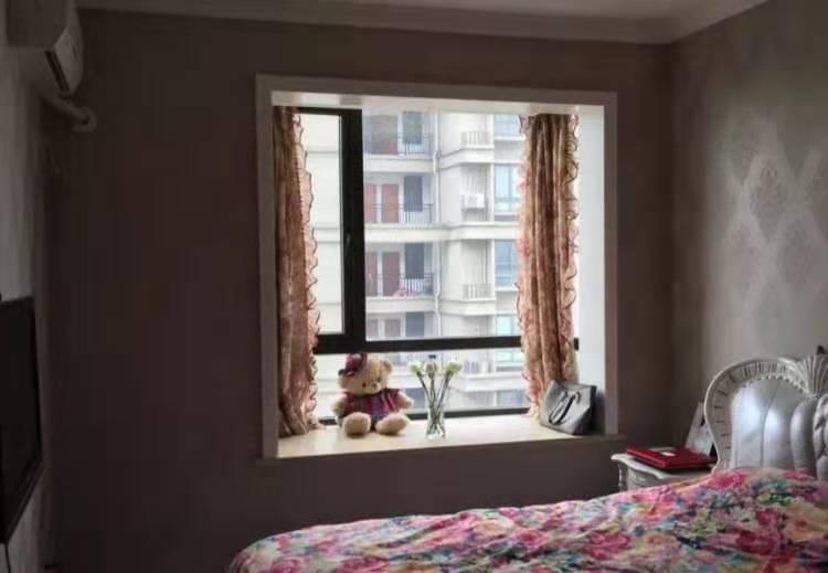12301金湾国际14楼/17楼,116方,3室2厅1卫,高档现代装修,120万的实拍照片