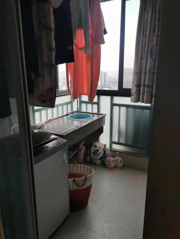 12291金湾国际电梯房高层小套60平米 ,2室1厅1厨1卫1阳台,精装修,拎包入住 ,单身或三口之家都适宜 ,租金1700元/月的实拍照片