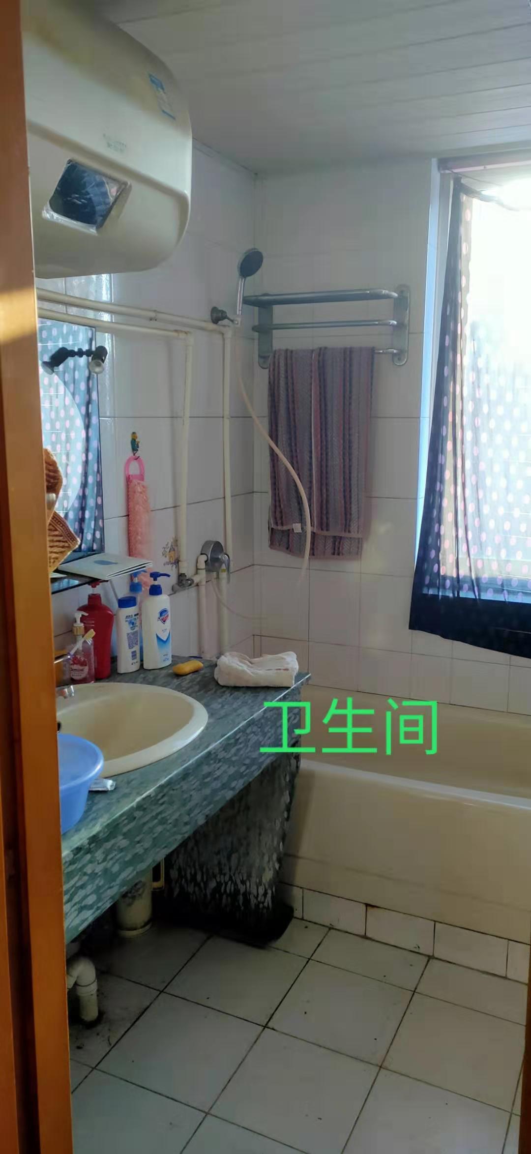 12288出售新昌县南明街道临城一村教师之家5+6,126平方,外梯,等于二套,4室2厅1卫,带露台,售价115万