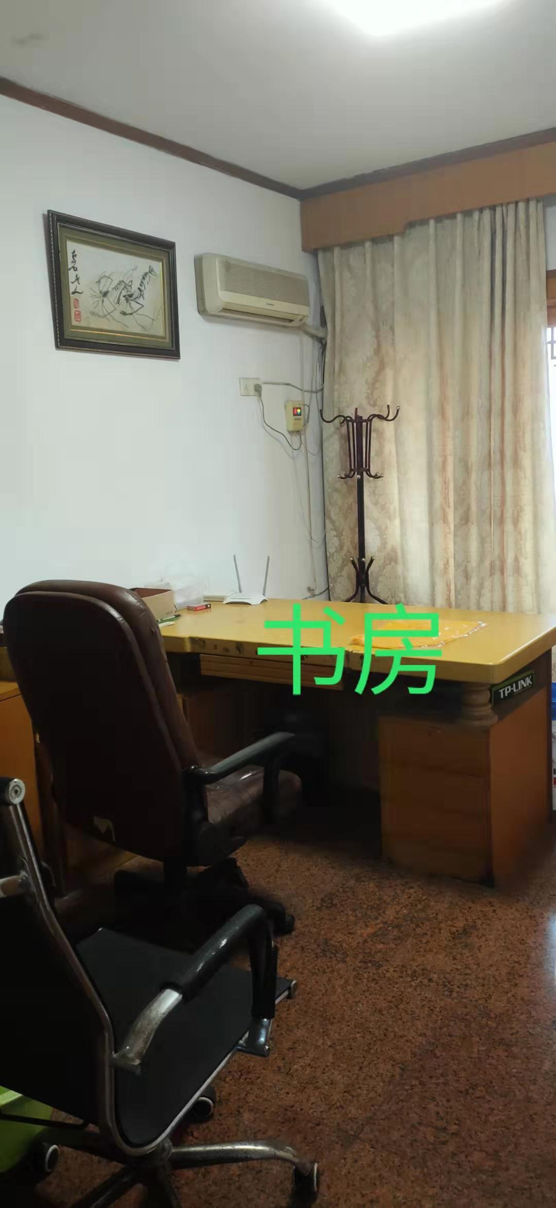12288出售新昌县南明街道临城一村教师之家5+6,126平方,外梯,等于二套,4室2厅1卫,带露台,售价115万的实拍照片