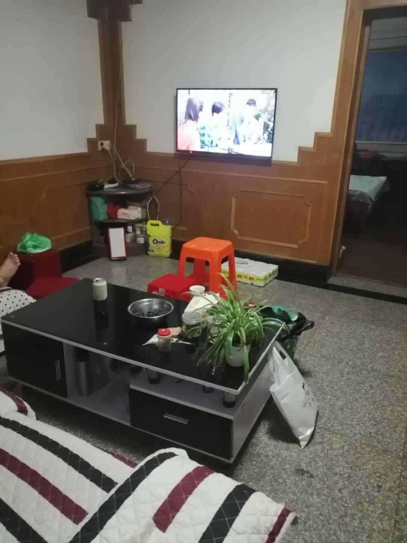 A011三江菜场附近2/6楼,87.5平方,实际90多平方,3室1厅1厨1卫,精装修,车棚两间,价格64.5万的实拍照片