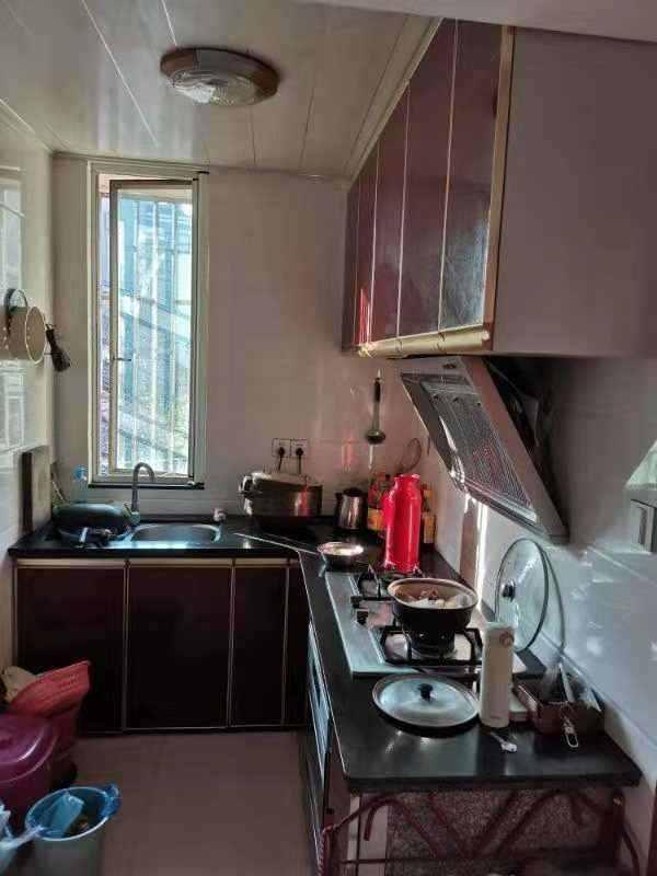 A022剡山小学,马中学区房2/4楼,55平方,2室1厅,抛光砖木地板装修,在北直街电影院边,价39.8万。最好能返租的实拍照片