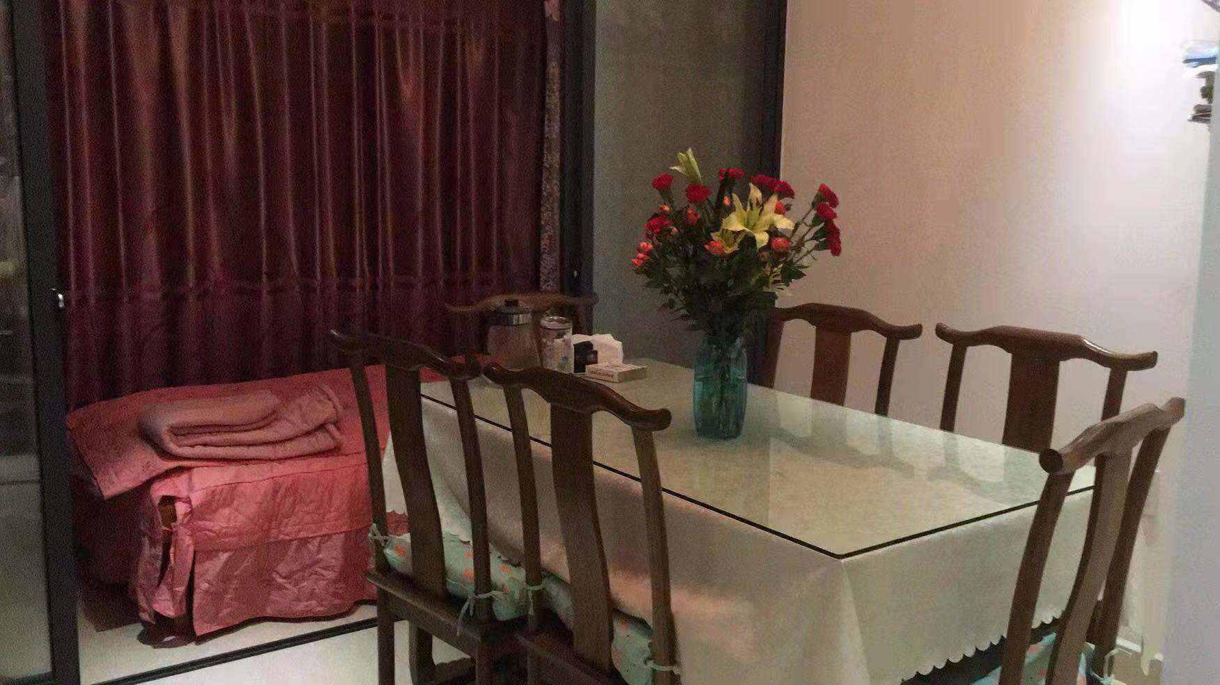 A1063出售锦越名都第三期房子:4/6,90平米,三室两厅一卫,精装修,双阳台,售价87万的实拍照片