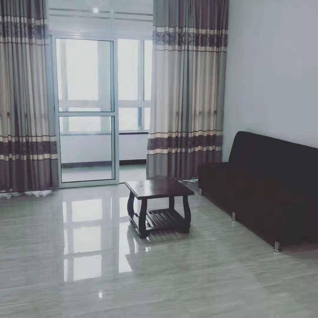 A1065出租阳光龙庭11/18楼,101个平方,3室2厅2卫1厨,全新装修,租金2680元/月的实拍照片