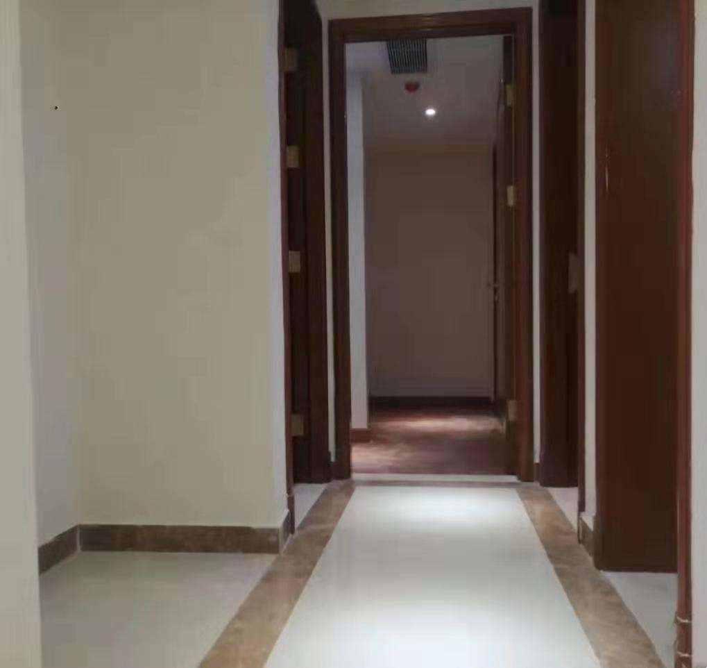 A1066恒大越府现房, 143平方 4室2厅2卫 精装现房,阳光充足,售价135万的实拍照片