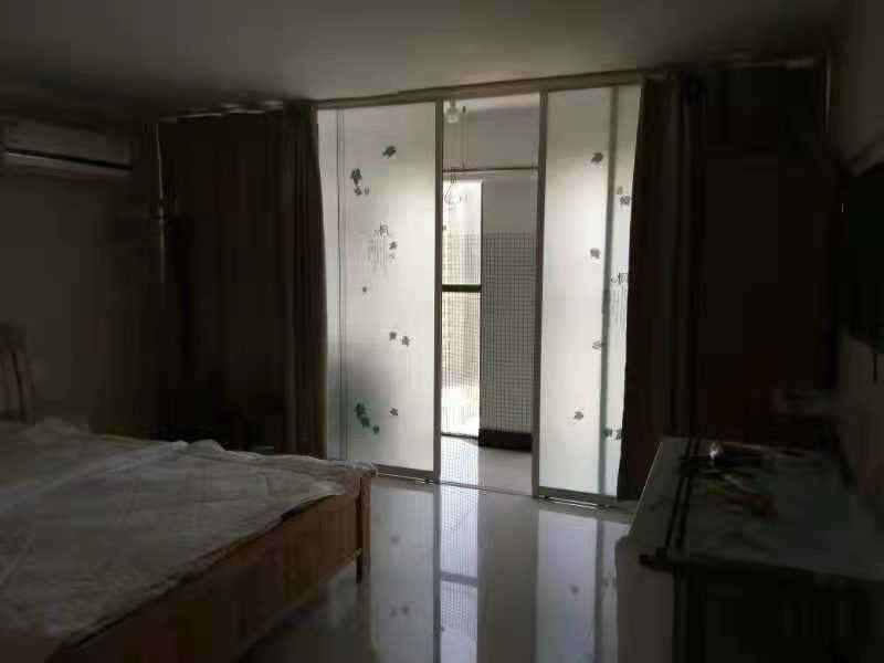 A1074出售五金机电城电梯房公寓8/12楼,面积54+54.清爽装修,二室一厅一厨一卫,窗户朝西,售价50.8万的实拍照片