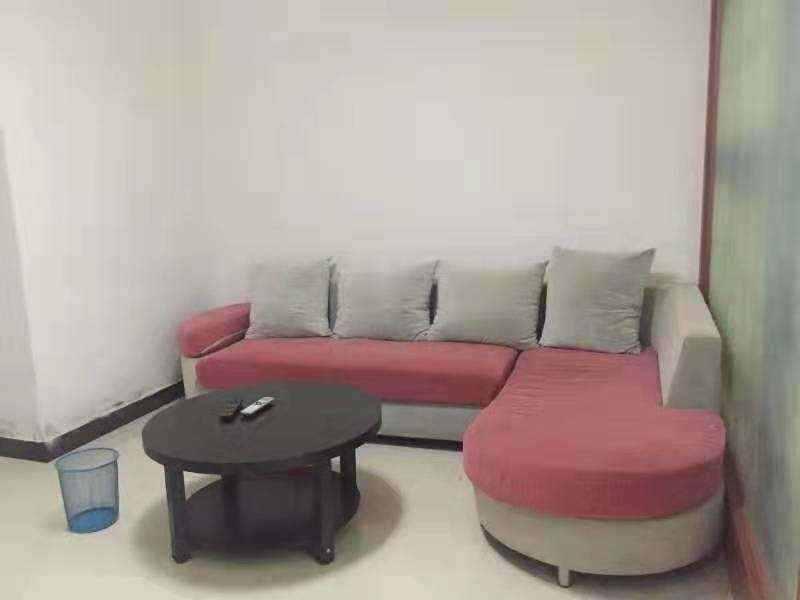 A01111出售金湾国际3/18楼,62平方,一房一厅+1小书房,随时可报名读书,售价60万的实拍照片