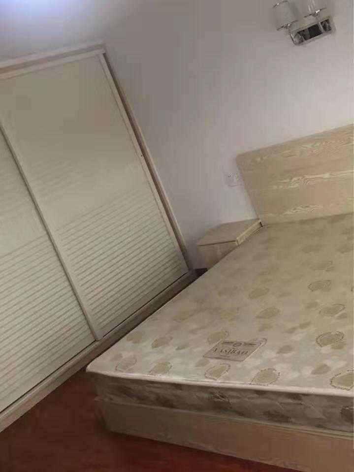 A01131五金城复式公寓朝南54+54平方,二室一厅一厨二卫精装修,可拎包入住,1800元/月的实拍照片
