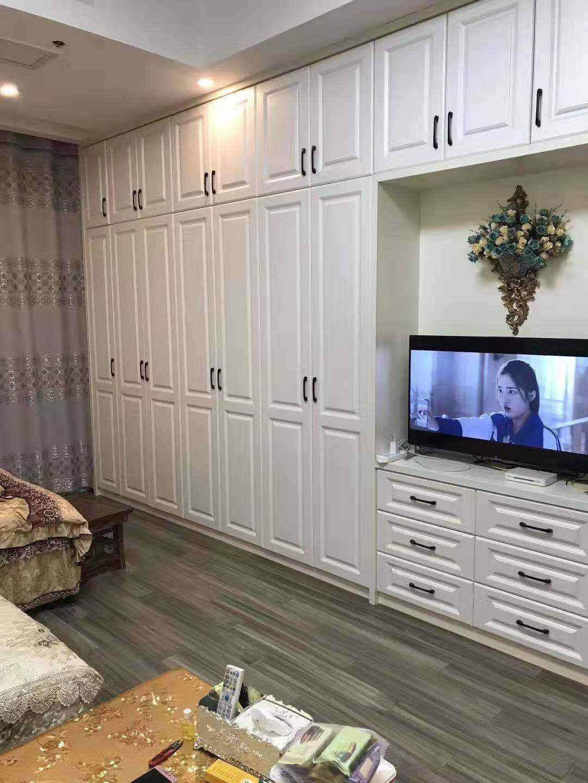 A02041和华美达大酒店公寓7楼,55.64平方,高档欧式精装,售价46.8万的实拍照片
