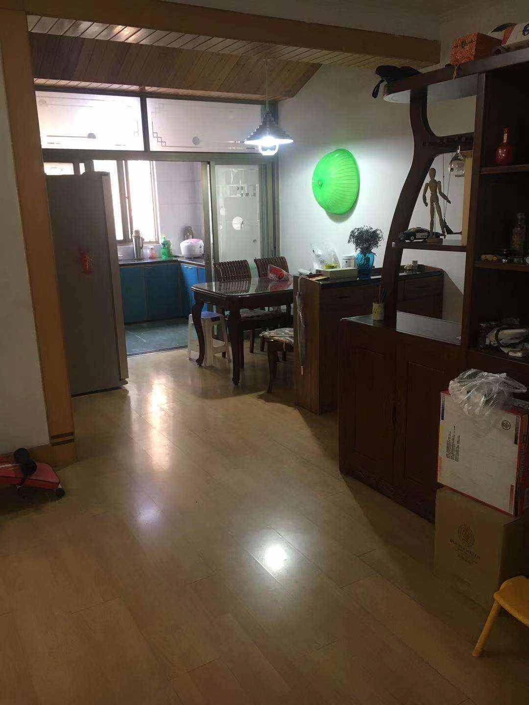 A02122出售城北怡园新村半现浇架空屋2/7楼,114平米,三室二厅一卫,精装修,大车棚,随时可报名读书管道煤气,售价85万的实拍照片