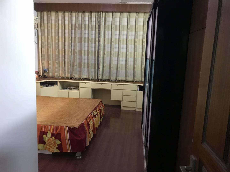 A02151出售兴隆街6楼