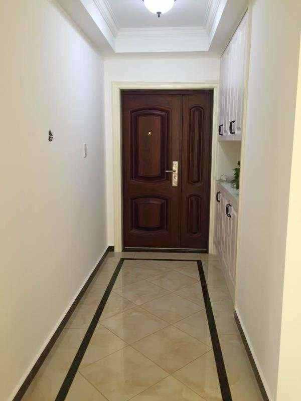A030419出租城南新城国际电梯房5/18,新房面积109平米,三室两厅一厨一卫,家电家具齐全租金3600元/月的实拍照片