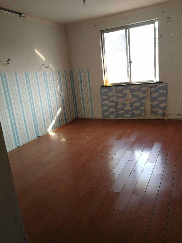 A03112出租城南丽湖小区5+6复式,总面积156,楼下100左右,楼上56,楼上装修好的,楼下没有,5楼2室1厅1厨1卫,6楼1室1厅1厨1卫,有一车棚,租2100元/月的实拍照片