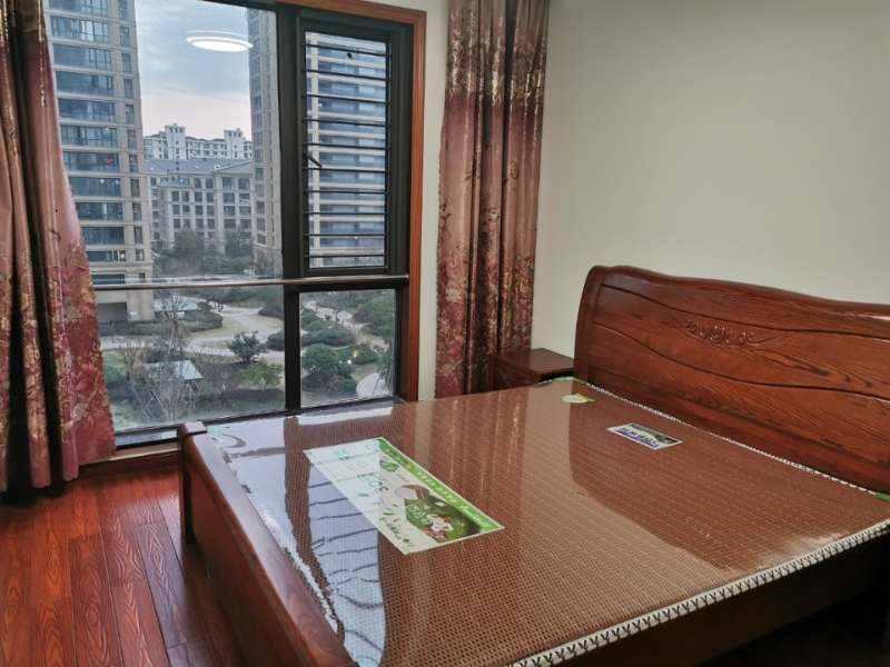 A03152出租城东玉兰花园电梯房6/27楼,87平方,两室两厅一厨一卫,精装修,阳光好,设施齐全,拎包入住,无车位,2600元/月的实拍照片
