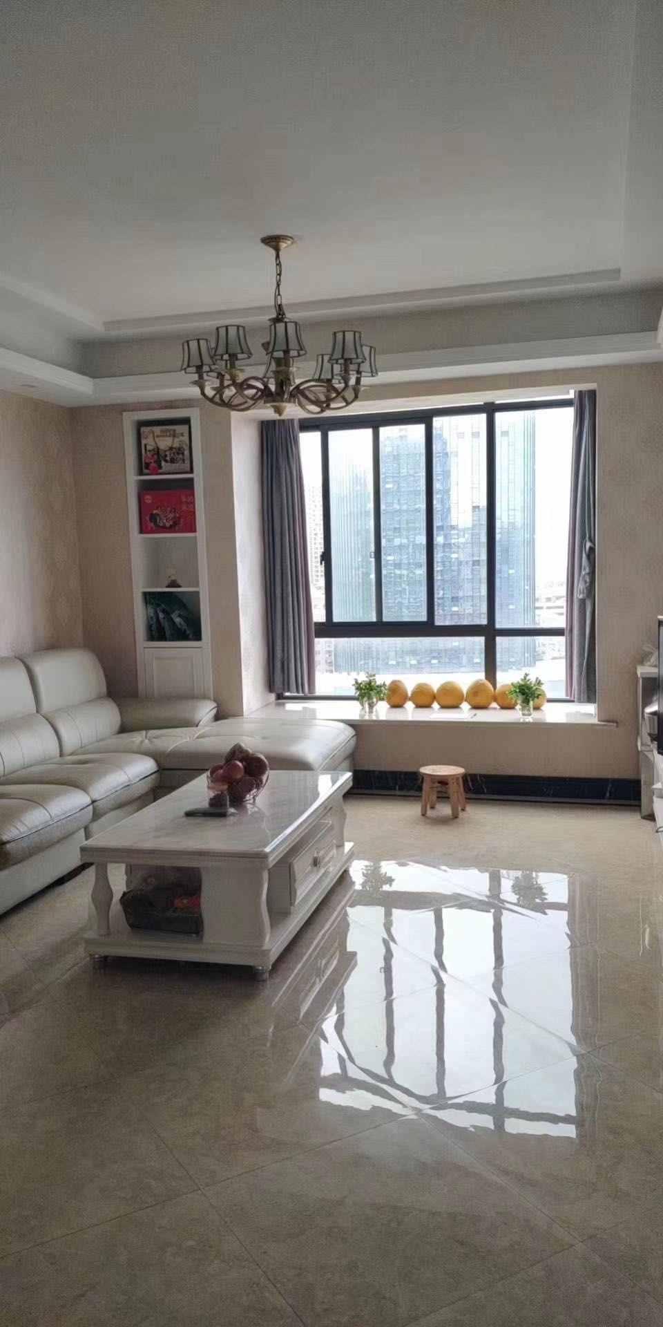 A03274出售城南正大新世界最好楼层,自住欧式精装修,89平方,,三室二厅一卫一厨,中央空调,门口大平台,售价109.8万元