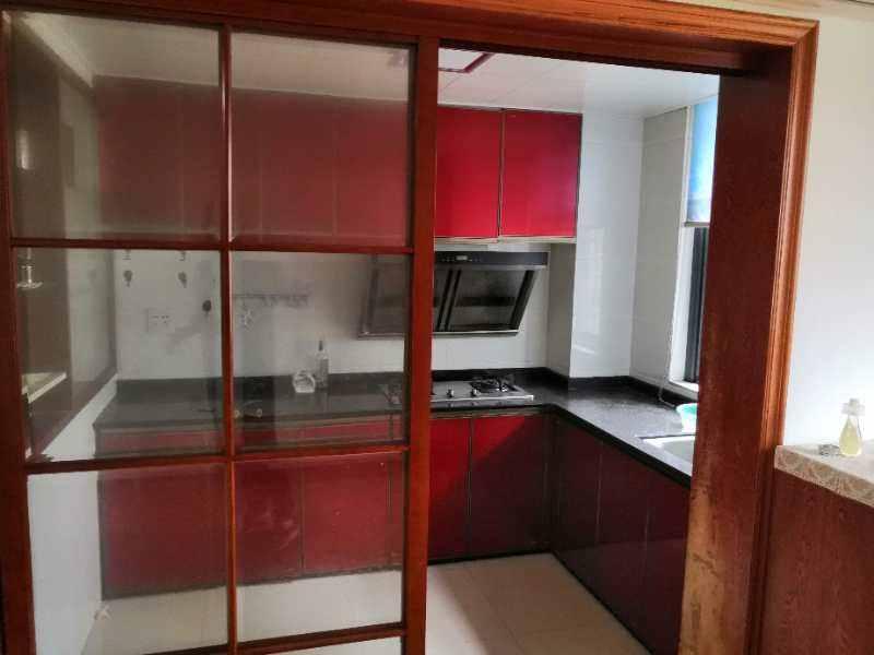 A05014出租城西锦越名都一楼,89平方,二室二厅,精装修,家电齐全,有花园。租金2500元/月的实拍照片