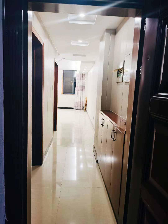 A05134出售五金城复式4楼,面积54+54,二室一厅一卫一厨,精装修,刚装修好,有房产证,售价43万