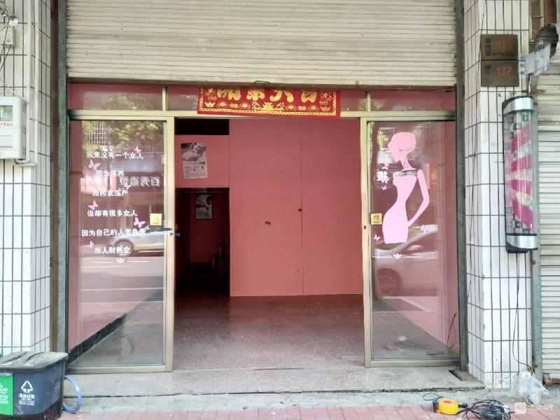 A05175出租富民北街店面出租,30平方加阁楼30平,内有卫生间。1200/月