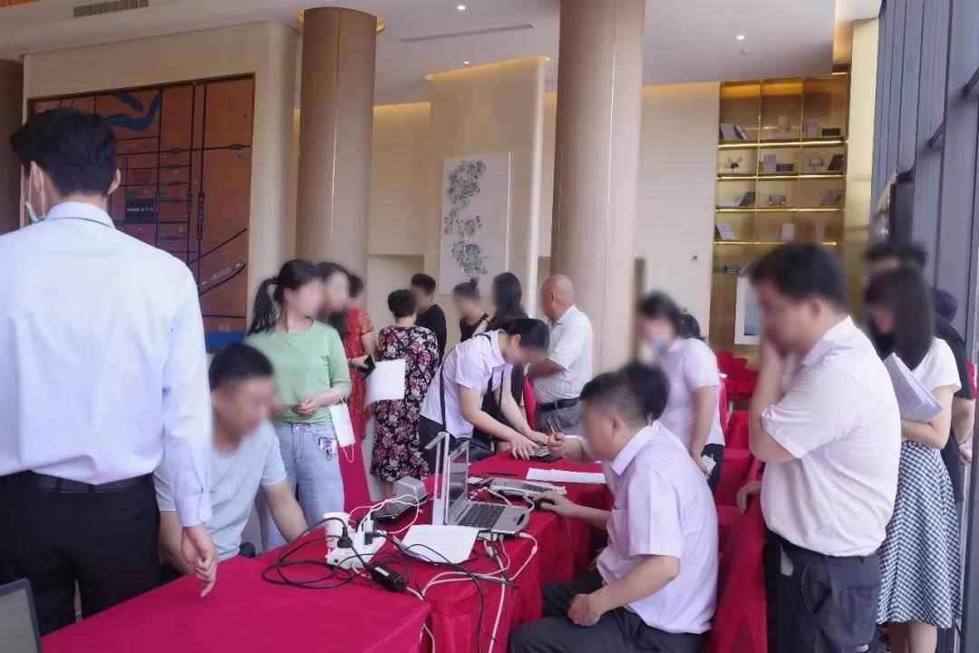 官河News|中国铁建官河府,诚意登记现场火爆,全城争藏。