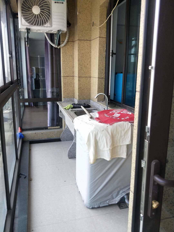A05251出租城东玉兰花园22楼,88平方,2室2厅1卫,简装,2000元/月,物业费与水电费自理的实拍照片