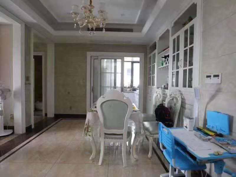 A06174急卖绿城.玉兰花园法式公寓、豪华装修,4楼边套、166平方,四室二厅两卫,2个车库、车位1个、价格200万
