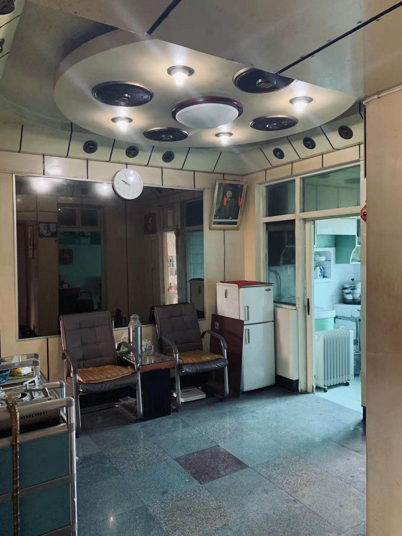 A06281出售医院路学区房5/6,73平方,三室一厅,二房朝南,精装修,阳光充足,一车棚,售价53.8万