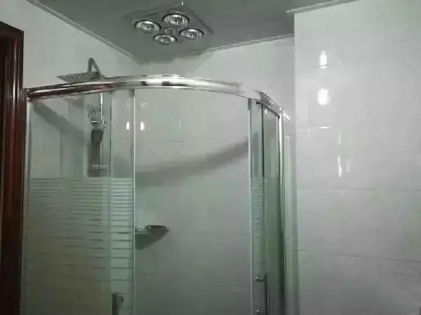 A06301出售出租城南锦园华庭18楼,总层高24楼,75平方,2室2厅, 精装修 可拎包入住,含物业费2500/月,售价81.8万的实拍照片