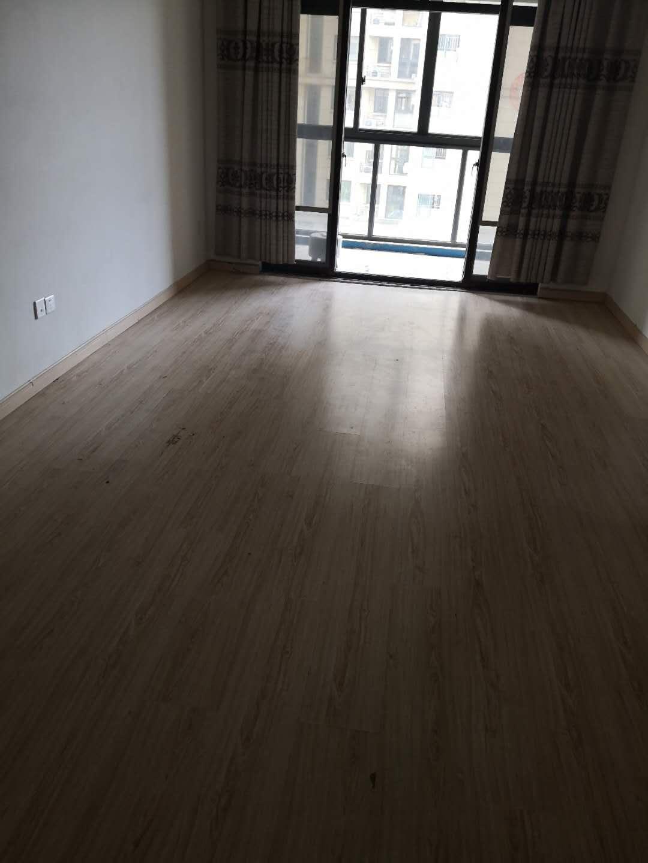 A07072出售城东赞成雍景园6楼,面积86平方,两室两厅一厨一卫,清爽装修,前后间距大,阳光充足,带10平方车棚