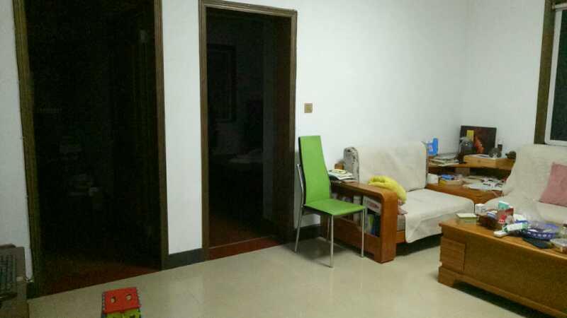 A07243出售三江城四海路5/6楼,105平方,3室2厅,车棚两个,大的有10个平方,小的也有5平方,15年全新精装修,主卧实木地板,其他都是抛光砖,售价70.8万的实拍照片